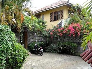 Villa Kuning Pangandaran
