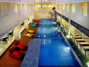 favehotel Bypass Kuta Bali - Swimming pool