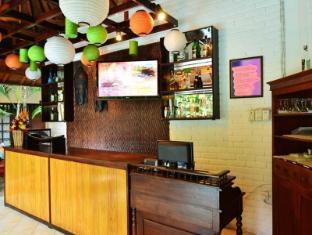 Sarinande Hotel Бали - Стойка регистрации