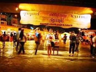The River View Hotel Phnom Penh - The night market is near by the hotel