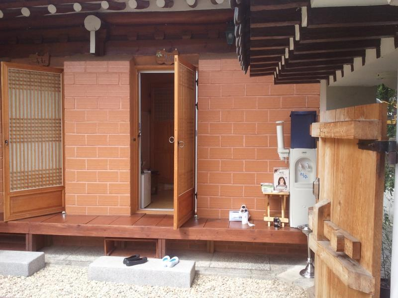 โรงแรม ซอนอุนแจฮานก โฮเต็ล  (Seonunjae Hanok Hotel)