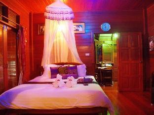 Banpeeaum Ruanpeetong Amphawa Resort guestroom junior suite