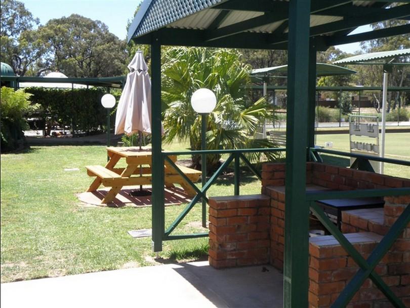 Deniliquin Country Club Motor Inn - Hotell och Boende i Australien , Deniliquin