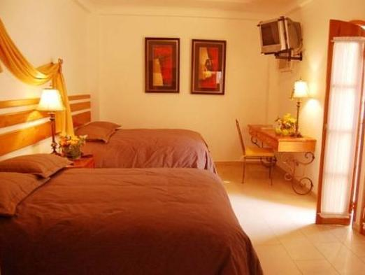 Hotel Casa del Arbol Centro - Hotels and Accommodation in Honduras, Central America And Caribbean