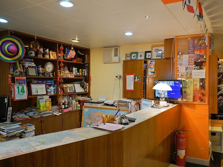Hong Kong Hotel   Reception