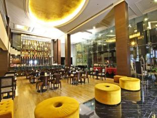 Luxent Hotel Manila - Food, drink and entertainment