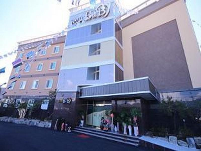 โรงแรม บีแอนด์บี โมเต็ล  (B & B Motel)