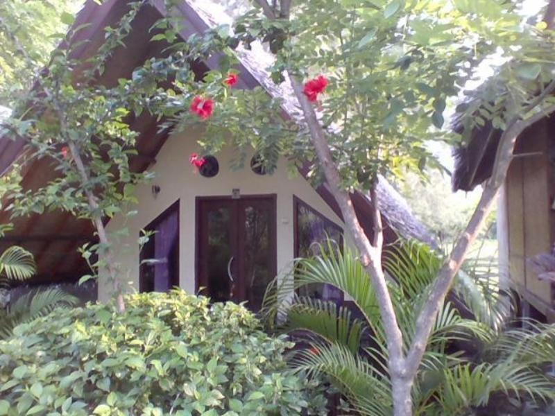 Tropicana Bungalows - Hotels and Accommodation in Indonesia, Asia