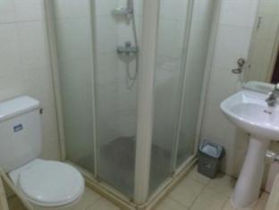 Grand Sumatera Hotel Surabaya - Bathroom