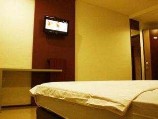 Fiducia Hotel Serpong Tangerang - Guest Room
