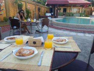 Villa Tarcela Bohol - Snacks by the swimming pool