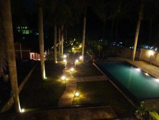 Hotel Bumi Aditya Lombok - Garden At Night