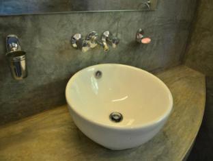 Over 11 Apartment Colombo - Standard-Bathroom