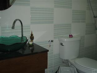JJ&J 파통 비치 호텔 푸켓 - 화장실