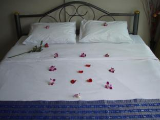 JJ&J Patong Beach Hotel Phuket - Gostinjska soba