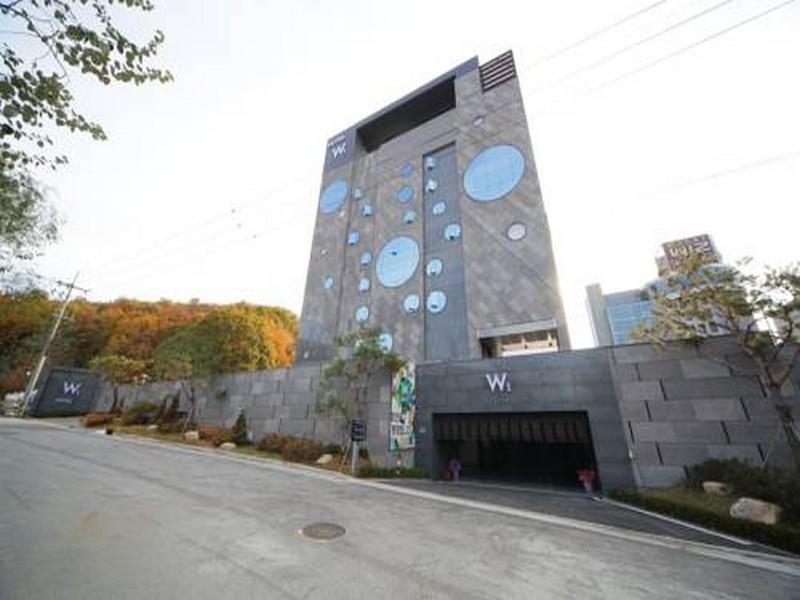โรงแรม โฮเต็ล ดับบลิว1  (Hotel W1)
