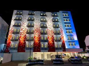 Red Planet Hotel Patong Phuket - Double/Twin with A/C - Min 3 nights
