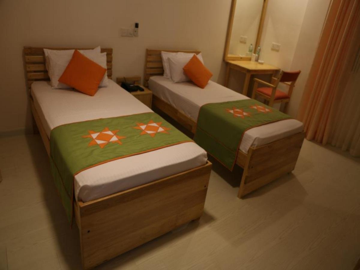 Hotel Apna - Hotels and Accommodation in Sri Lanka, Asia