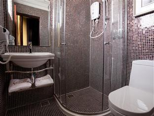 Valenza Hotel & Cafe - Bathroom - Studio Deluxe