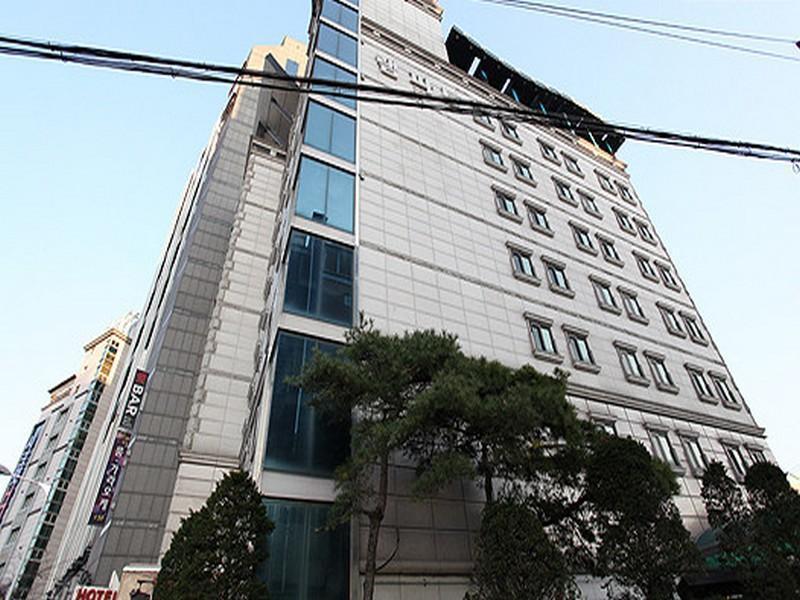 โรงแรม แรมพาร์ต โฮเต็ล  (Rampart Hotel)