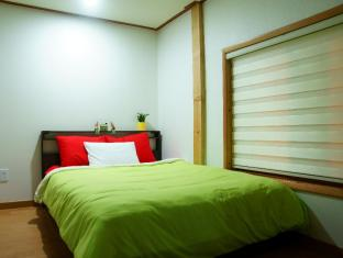 Kukje Guesthouse Myeongdong Seoul - Queen Bed Room