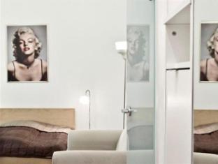 Berlin Rooms Apartment Kaethe-Niederkirchner-Strasse Berlin - Living