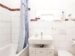 Berlin Rooms Apartment Kaethe-Niederkirchner-Strasse Berlin - Bathroom