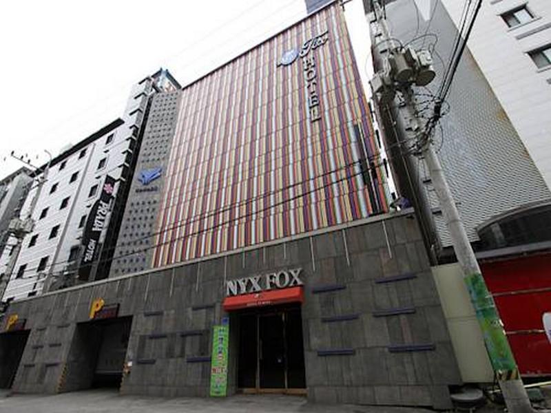 โรงแรม  นิกซ์ฟอกซ์  (Hotel Nyxfox)