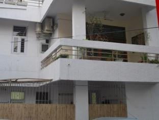 Adarsh Residency Bed & Breakfast
