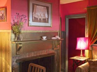 Amphitheatre Hotel B&B Avoca (VIC) - Fabulous ladies Parlour