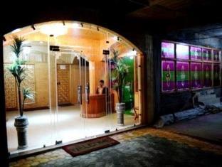 Hotel Gull Srinagar - Entrance