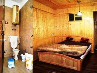 Hotel Gull Srinagar - Deluxe Room