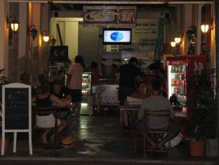 Gotum Hostel Phuket - Food, drink and entertainment