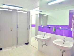 Hilik Boutique Hostel Manila - Female Bathroom
