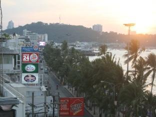 Star Residency Pattaya -  View to Southside Surroundings