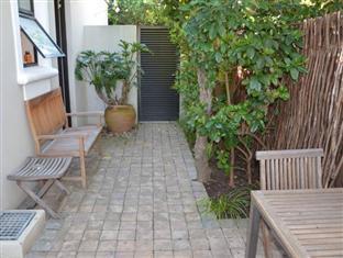 22 Die Laan Studio Stellenbosch - Outside sitting area