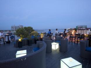 Amanjaya Pancam Hotel Phnom Penh - Le Moon Terrace Bar