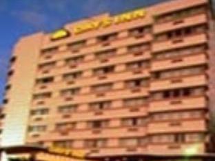 デイズ イン オーシャンサイド ホテルの外観