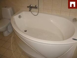 Knight Apartment Parnu - Bathroom