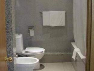 Condestable Hotel Barcelona - Bathroom
