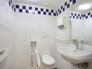 Holiday Inn Express Geneva Airport Geneva - Bathroom