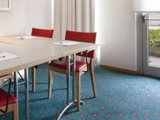Holiday Inn Express Geneva Airport Geneva - Suite Room