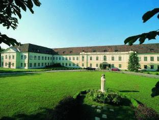 Hotel Sauerhof Baden - Hotellet från utsidan