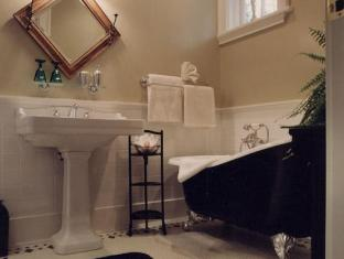 Rosewood Bed And Breakfast Victoria (BC) - Bathroom