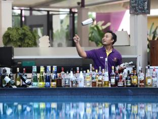 Kuta Central Park Hotel Bali - Food, drink and entertainment