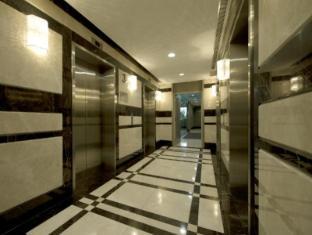 V Hotel Bencoolen Singapore - Lift lobby
