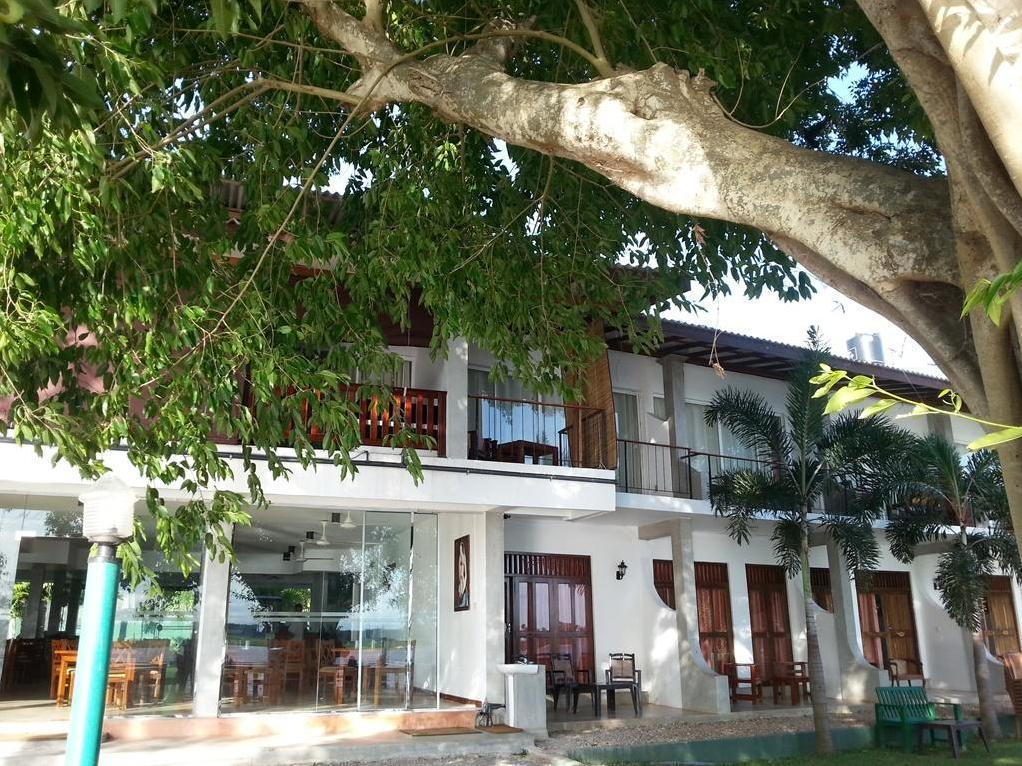 Lake Wind Hotel - Hotels and Accommodation in Sri Lanka, Asia