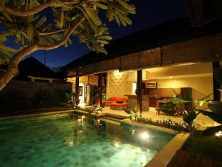 Jagaditha Villas Bali - Swimming pool & Balcony