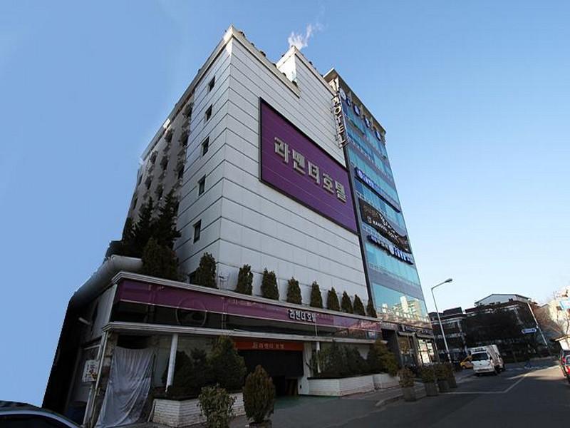 โรงแรม  ลาเวนเดอร์  (Hotel Lavender)