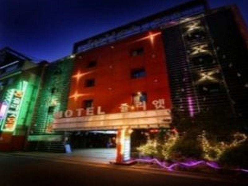 โรงแรม  จูเลียต  (Hotel Juliet)